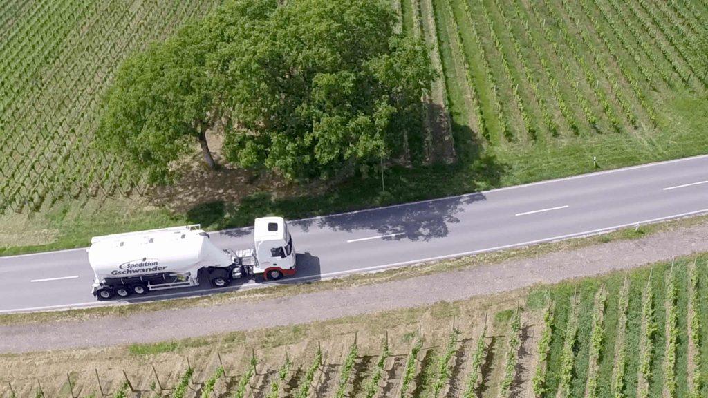 Gschwander in Natur Umweltschutz LKW unterwegs Grüner fahren